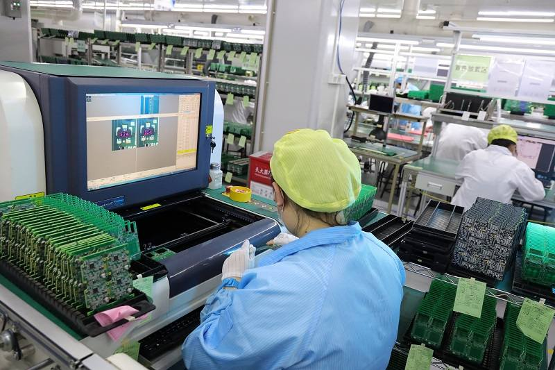 How can PCB factories reduce PCB production and assembly costs?